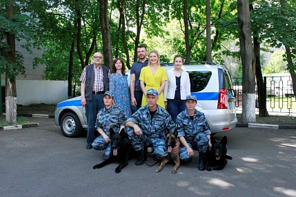Actors of the Mukhtar. A New Trace series congratulated canine handlers with their professional holiday